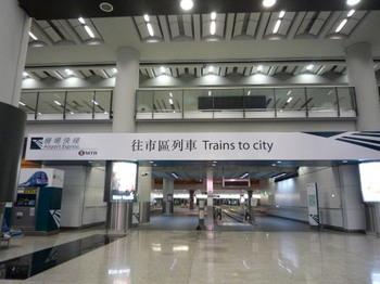 空港電車.jpg